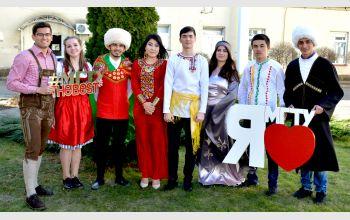 Костюмированная фото-акция к празднику от студенческого Интерклуба МГТУ