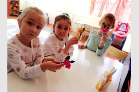 Мастер-класс для дошкольников «Цветы для мамы» от студентов МГТУ