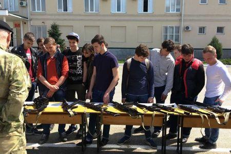 Студенты МГТУ побывали на базе мобильного отряда особого назначения