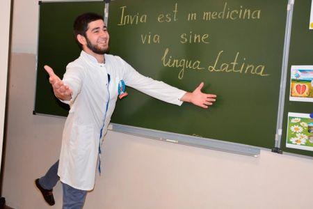Студенты МГТУ состязались в КВН на знание латинского языка