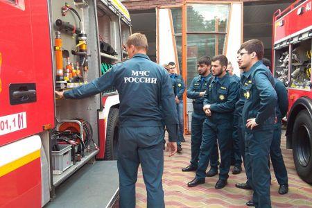 Студенты МГТУ изучили новейшую пожарную технику